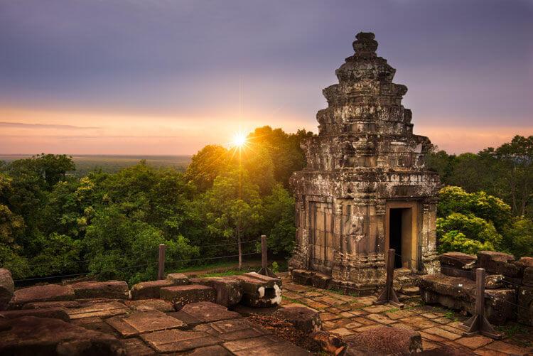 moneda camboya