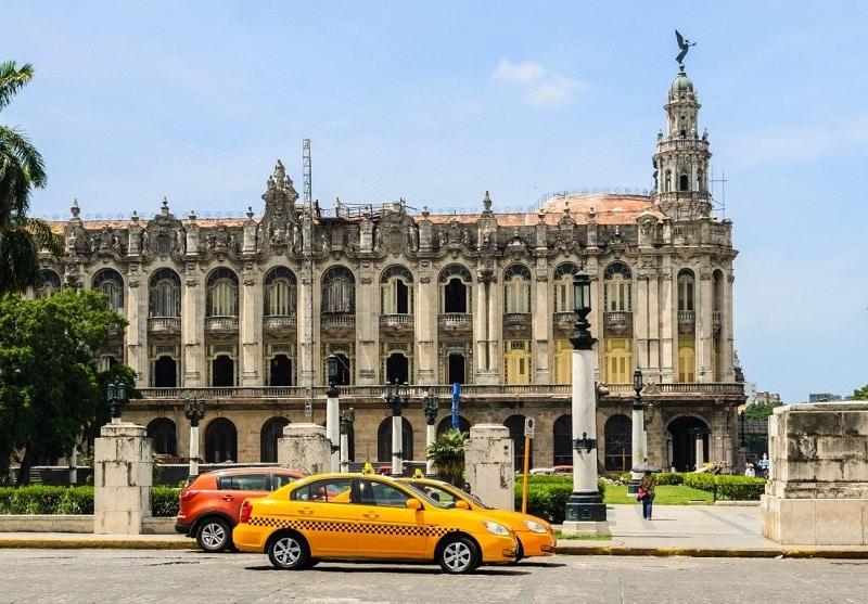 Taxi estatal para realizar rutas e itinerarios