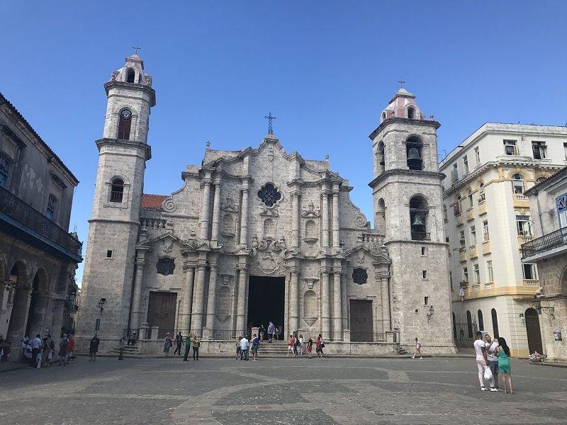 La Plaza de la Catedral es uno de los lugares que debes ver en Cuba en 7 días