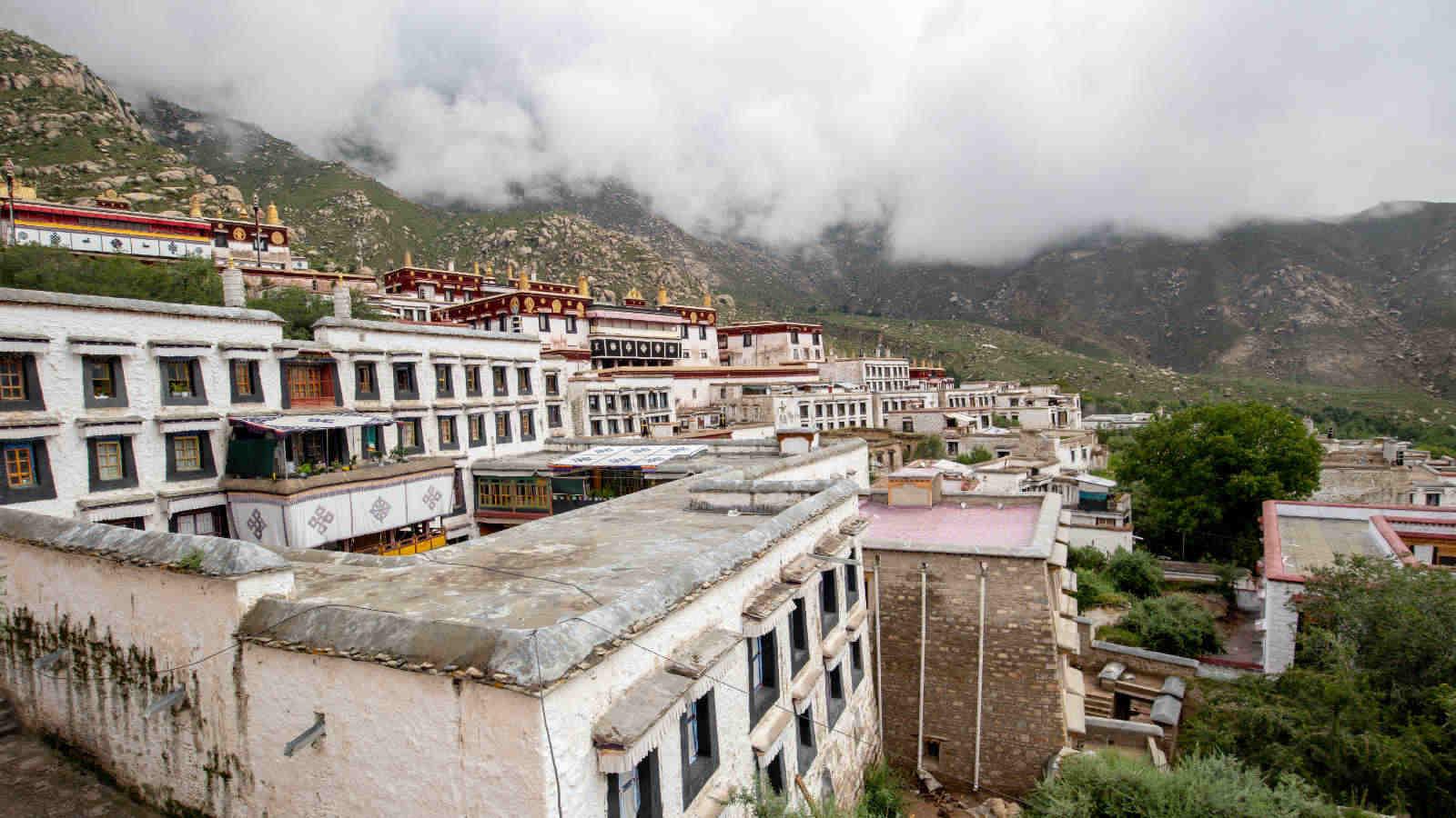 viajar al tibet y ver el monasterio de drepung
