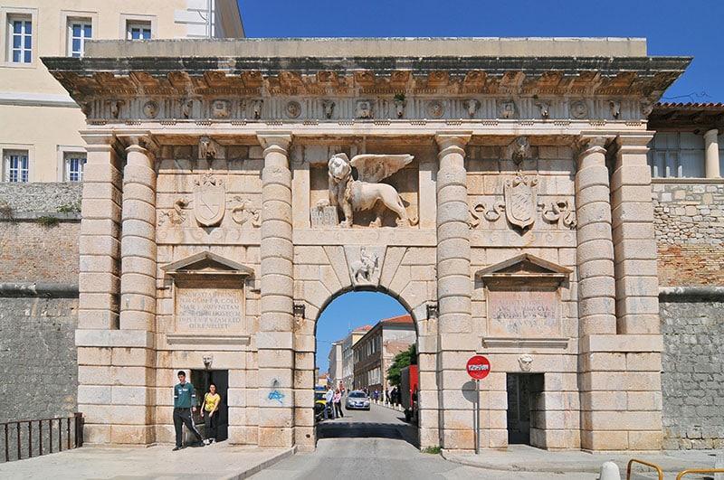 apreciar el leon de san marcos en zadar croacia